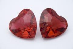 Deux coeurs en cristal rouges Photo stock