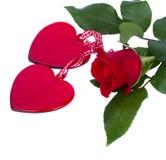 Deux coeurs en verre avec la rose de rouge Image stock