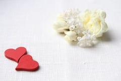 Deux coeurs Je t'aime Roses blanches Photos libres de droits