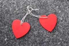 Deux coeurs rouges comme symboles de l'amour Images stock