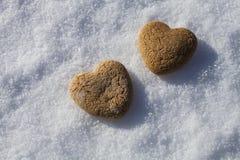 Deux coeurs sur la neige Photographie stock
