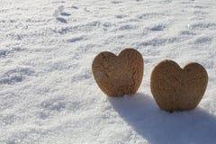 Deux coeurs sur la neige Image stock