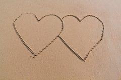 Deux coeurs sur la plage photos libres de droits