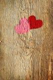 Deux coeurs sur un panneau en bois Image stock