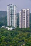 Deux condominiums situés dans Mont Kiara, Kuala Lumpur, Malaisie photographie stock libre de droits