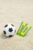 Deux coupes du monde du Brésil étiquettent la plage de ballon de football du football Images stock