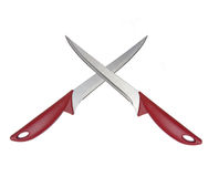 Deux couteaux croisés d'isolement sur le blanc Photo stock