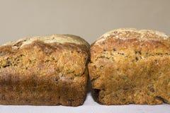 Deux croûtes de pain fait maison Photographie stock libre de droits