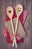 Deux cuillères à cuire en bois Photo stock