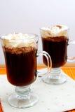 Deux cuvettes de café avec de la crème Image libre de droits