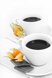 Deux cuvettes de café avec le monocrome de chocolat Photos stock