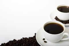 Deux cuvettes de café remplies Photos stock