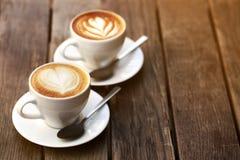 Deux cuvettes de cappuccino Photos stock