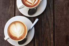 Deux cuvettes de cappuccino Images libres de droits