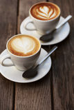 Deux cuvettes de cappuccino Image libre de droits