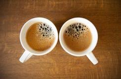 Deux cuvettes de whte avec le café express Images libres de droits