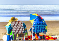 Deux dames sur une plage de l'Orégon Images libres de droits