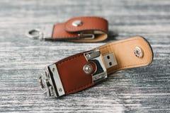Deux dispositifs de stockage avec la bâche en cuir Photographie stock libre de droits