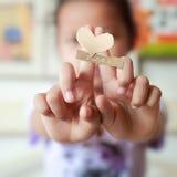 Deux doigts dans l'amour, fond Photographie stock libre de droits