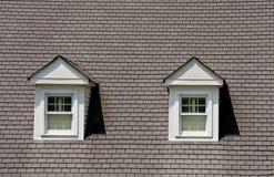 Deux Dormers sur le toit gris de bardeau Photographie stock