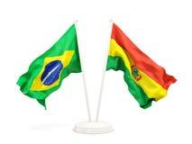 Deux drapeaux de ondulation du Brésil et de la Bolivie d'isolement sur le blanc illustration stock