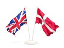 Deux drapeaux de ondulation du R-U et du Danemark illustration stock
