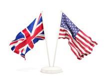 Deux drapeaux de ondulation du R-U et des Etats-Unis images stock