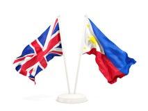 Deux drapeaux de ondulation du R-U et des Philippines d'isolement sur le blanc illustration stock