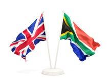 Deux drapeaux de ondulation du R-U et de l'Afrique du Sud photos stock
