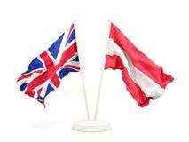 Deux drapeaux de ondulation du R-U et de l'Autriche illustration de vecteur