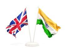 Deux drapeaux de ondulation du R-U et de l'Inde illustration stock