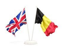 Deux drapeaux de ondulation du R-U et de la Belgique illustration libre de droits