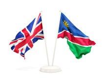 Deux drapeaux de ondulation du R-U et de la Namibie d'isolement sur le blanc illustration libre de droits