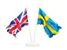 Deux drapeaux de ondulation du R-U et de la Suède image libre de droits
