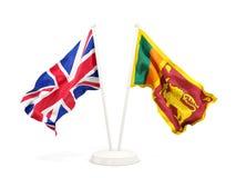 Deux drapeaux de ondulation du R-U et du Sri Lanka d'isolement sur le blanc illustration stock