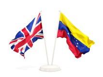 Deux drapeaux de ondulation du R-U et du Venezuela d'isolement sur le blanc illustration stock