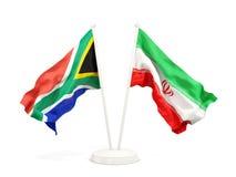 Deux drapeaux de ondulation de l'Afrique du Sud et de l'Iran d'isolement sur le blanc illustration de vecteur