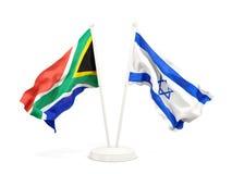 Deux drapeaux de ondulation de l'Afrique du Sud et de l'Isra?l d'isolement sur le blanc illustration stock