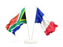 Deux drapeaux de ondulation de l'Afrique du Sud et de la France d'isolement sur le blanc illustration stock