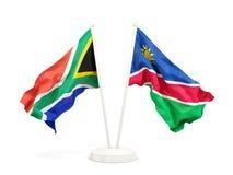 Deux drapeaux de ondulation de l'Afrique du Sud et de la Namibie d'isolement sur le blanc illustration stock
