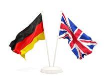 Deux drapeaux de ondulation de l'Allemagne et du R-U illustration libre de droits