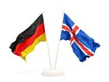 Deux drapeaux de ondulation de l'Allemagne et de l'Islande d'isolement sur le blanc illustration stock