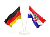 Deux drapeaux de ondulation de l'Allemagne et de la Croatie d'isolement sur le blanc illustration de vecteur