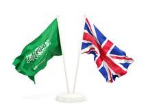 Deux drapeaux de ondulation de l'Arabie Saoudite et du R-U d'isolement sur le blanc illustration stock