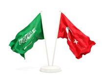 Deux drapeaux de ondulation de l'Arabie Saoudite et de la Turquie d'isolement sur le blanc illustration stock