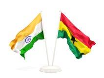 Deux drapeaux de ondulation de l'Inde et du Ghana d'isolement sur le blanc illustration libre de droits