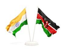 Deux drapeaux de ondulation de l'Inde et du Kenya d'isolement sur le blanc illustration libre de droits