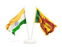 Deux drapeaux de ondulation de l'Inde et du Sri Lanka d'isolement sur le blanc illustration stock