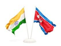 Deux drapeaux de ondulation de l'Inde et de la Corée du Nord d'isolement sur le blanc illustration libre de droits