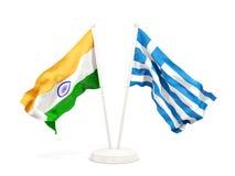 Deux drapeaux de ondulation de l'Inde et de la Grèce d'isolement sur le blanc illustration libre de droits